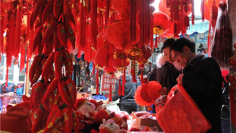 (新春走基層)貴陽:年貨市場年味濃