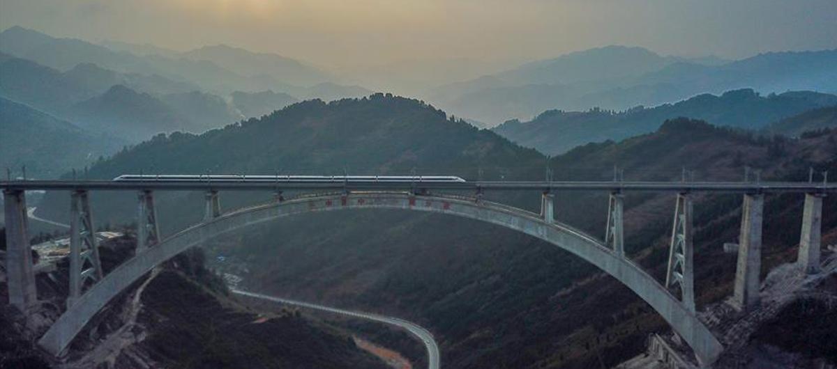 從萬橋飛架看中國奮鬥——在貴州高高的山崗上