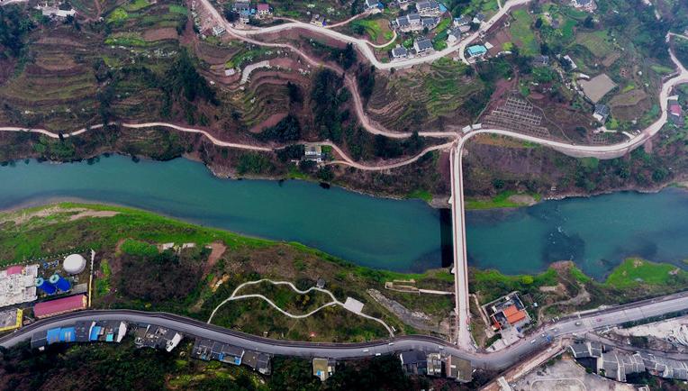 航拍春日赤水河 綠水青山生態美