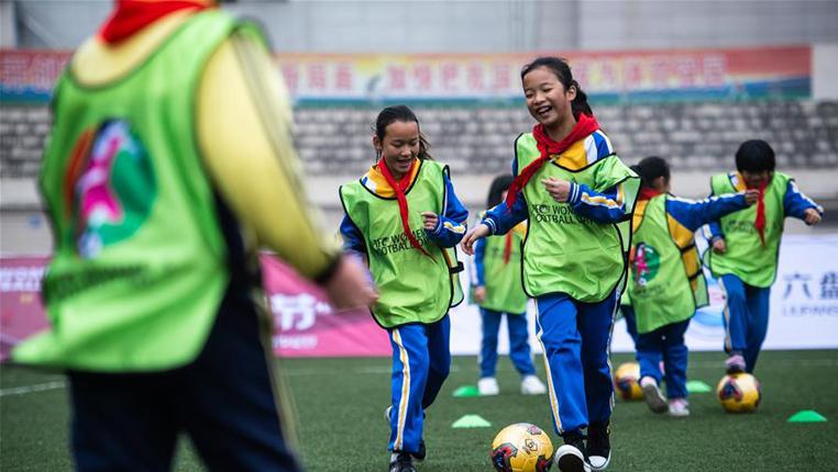 """足球——""""女孩足球節""""活動在貴州六盤水舉行"""