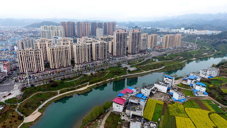 航拍:貴州平塘平舟河畔春意濃