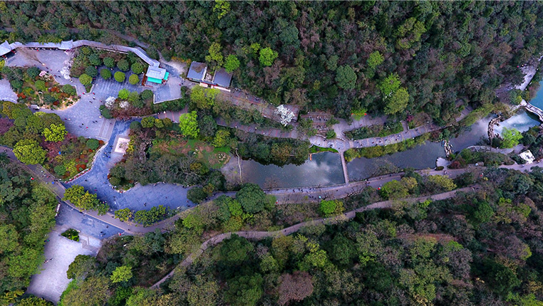 航拍春日黔靈山:貴在城中 美在自然
