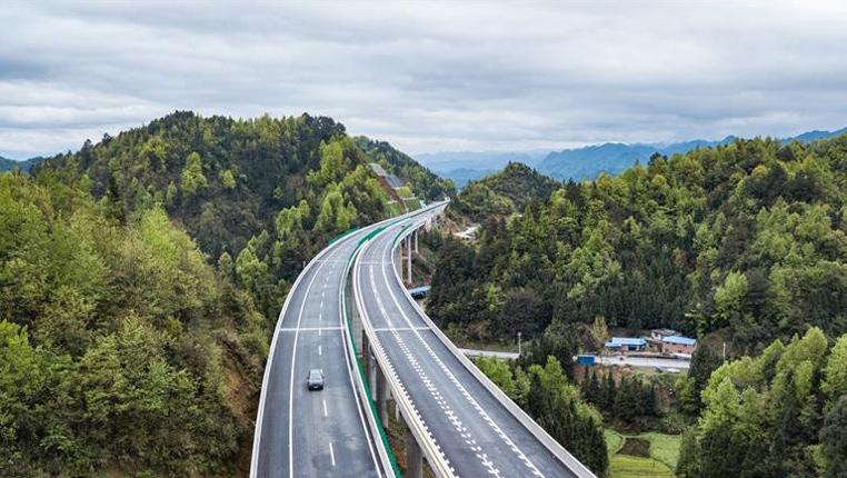 貴州三荔高速全線建成通車