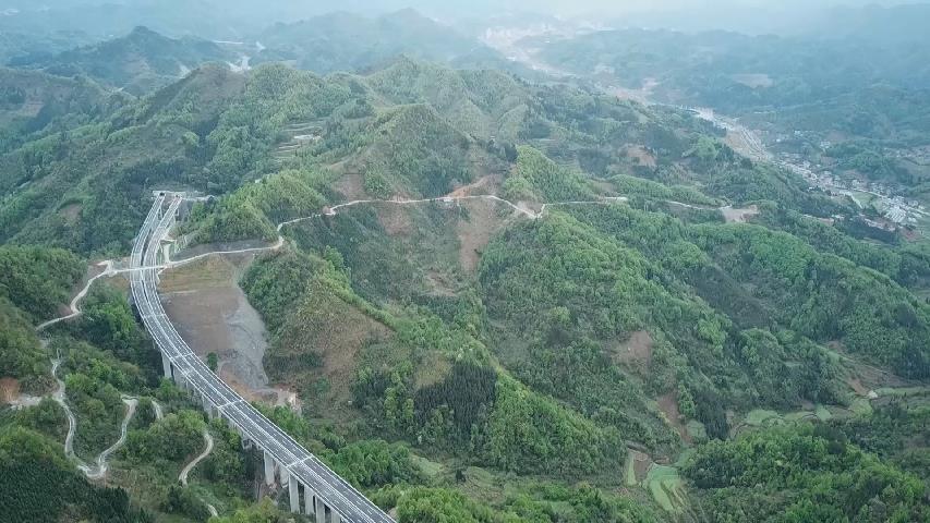 貴州三荔高速建成通車