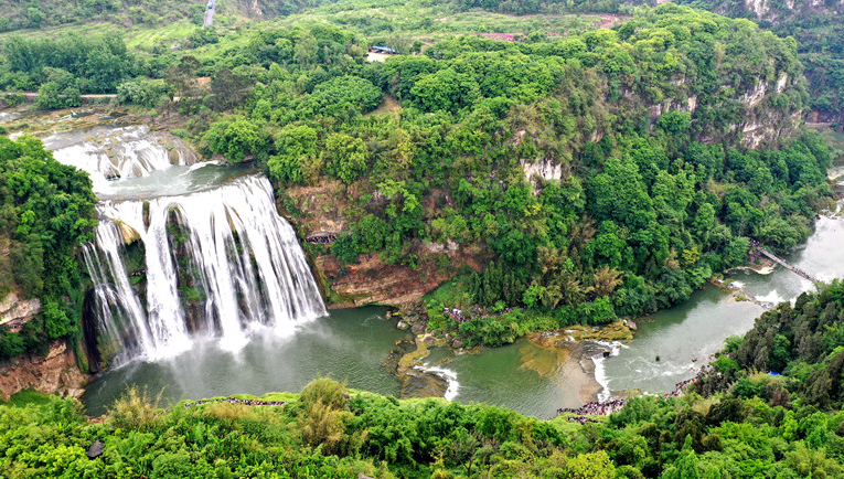 航拍貴州黃果樹瀑布 美景天成人氣旺