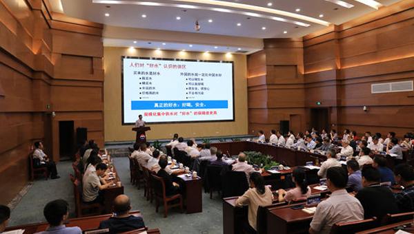 """""""傳統固態發酵産業高質量發展院士論壇""""在茅臺舉行"""