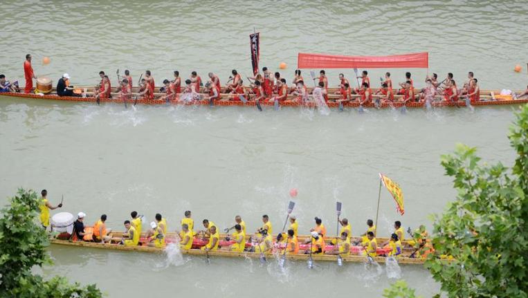 貴州鎮遠:賽龍舟文化節開幕