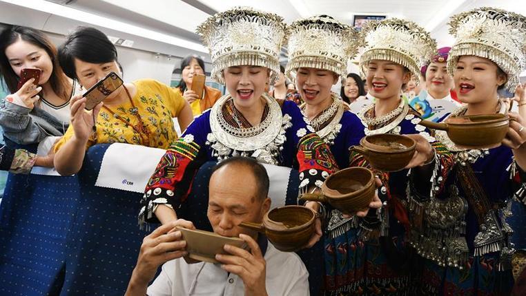 貴州首條景區高鐵直達旅遊專列開通