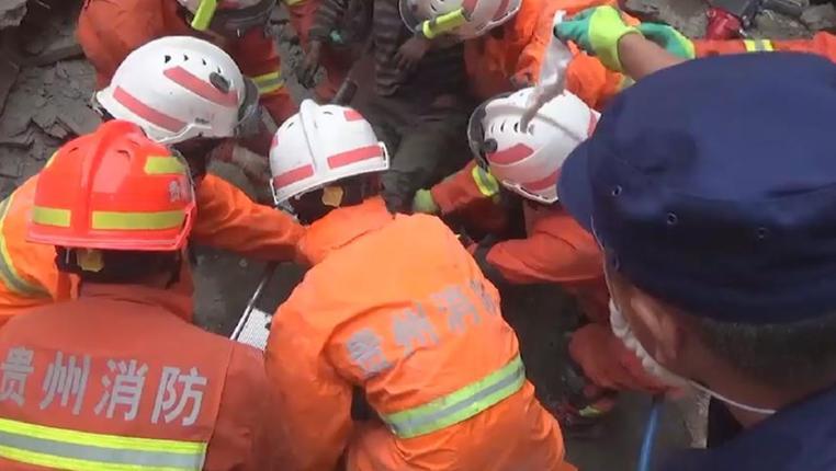 新華微視∣不言棄!60個小時的不懈救援 廢墟裏上演生命奇跡