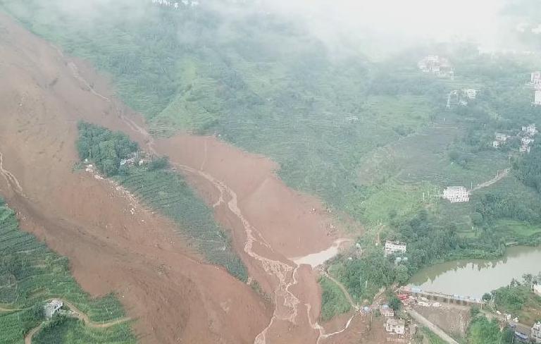 新華微視∣航拍貴州六盤水山體滑坡事故現場