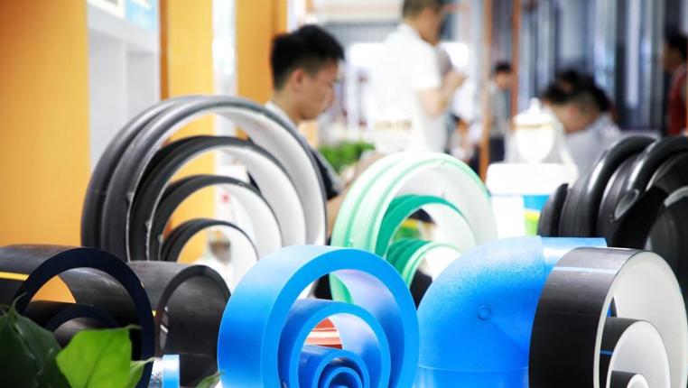 新華微視∣首屆貴陽工業産品博覽會舉行 近600家展商參展