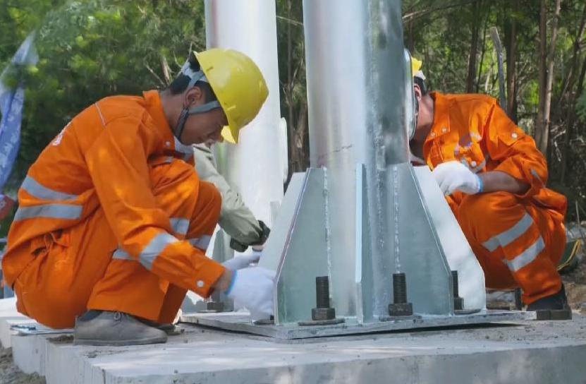 新華微視∣貴州取消高速公路省界收費站首套ETC門架安裝完成