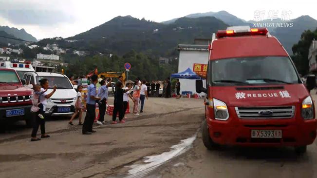 新華微視∣謝謝你們!當救援人員撤離時,群眾夾道相送!