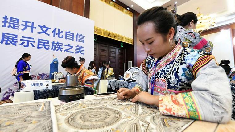 貴州:舞動指尖 巧手脫貧