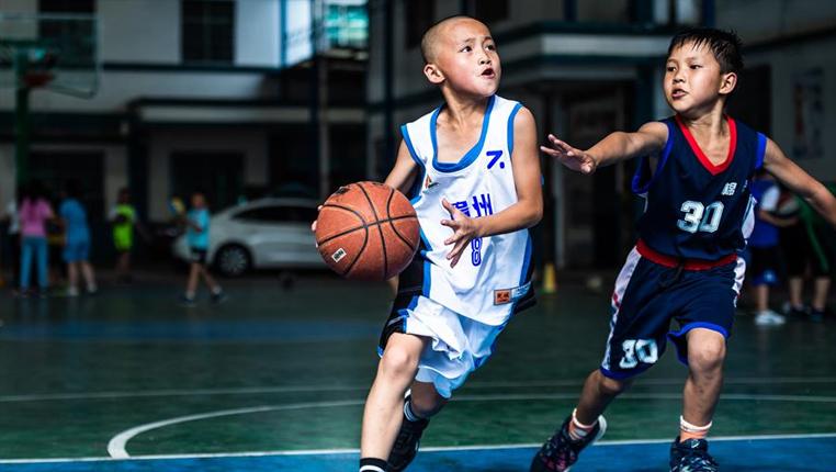 """籃球為山區少年插上夢想的""""翅膀"""""""