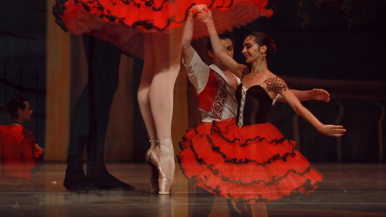 足尖演繹經典!芭蕾舞劇《堂·吉訶德》在貴陽上演