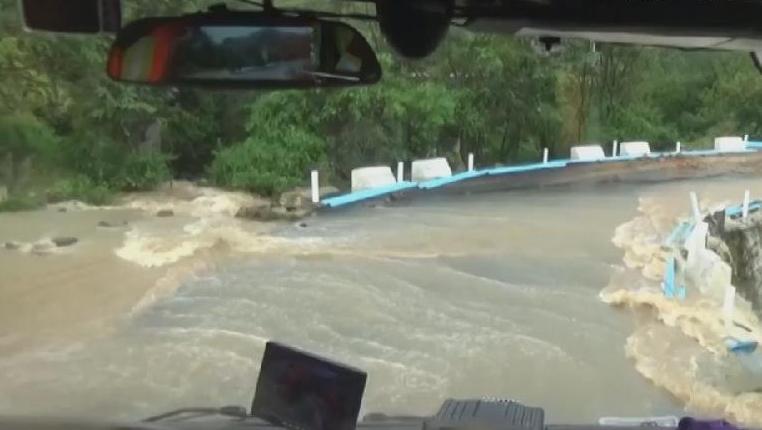 衝在前面!暴雨來襲 黔西南州消防員緊急轉移100多名受困人員