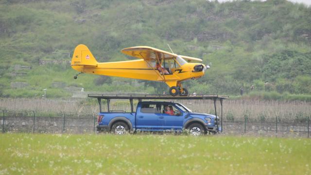黃果樹飛行大會精彩紛呈 飛行表演隊空中炫技