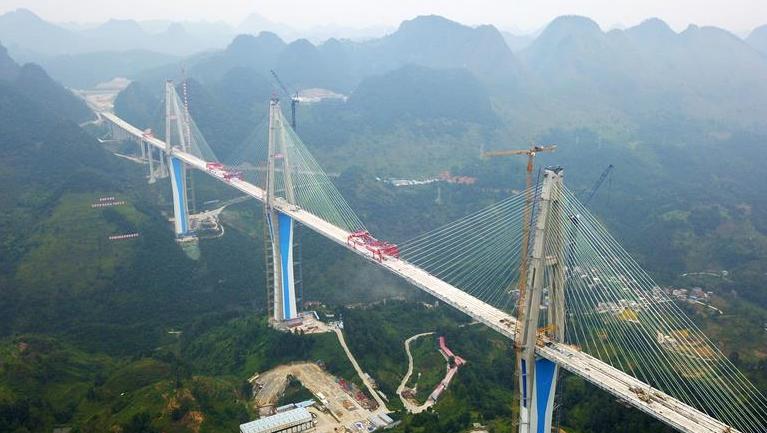 貴州平塘特大橋成功合龍