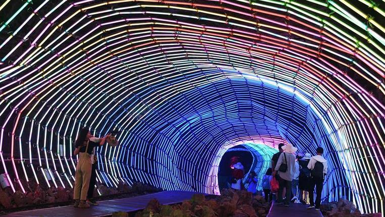 貴州萬山:朱砂古鎮引遊客