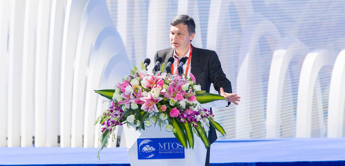 俄羅斯聯邦世界無國界旅遊組織主席阿加莫夫作主旨演講