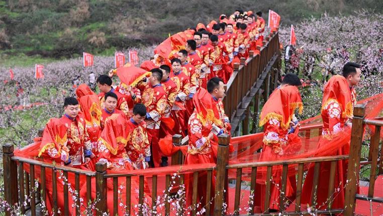 貴州石阡:桃園裏的集體婚禮