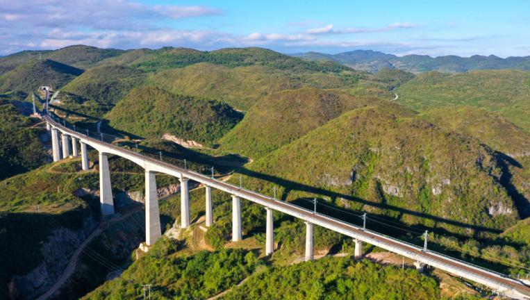 航拍建設中的貴州甕(weng)馬鐵路