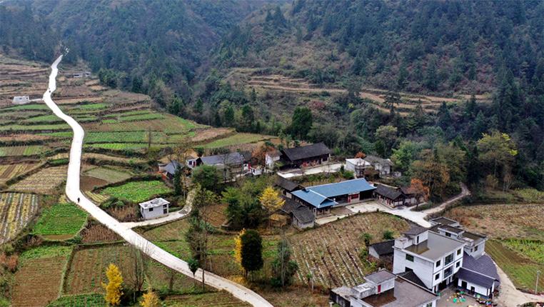 新華網航拍︰貴州務川高洞村(cun)初冬景色美