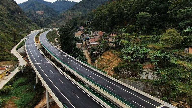 貴州紫望高速建設進入收尾階段