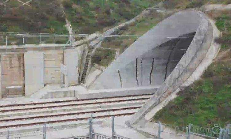 成貴高鐵高坡隧道:7944米 戰勝軟岩大變形