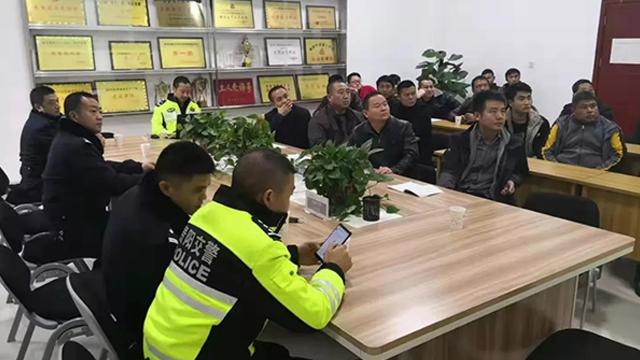 貴陽交警高速支隊四大隊開展春運交通安全宣傳