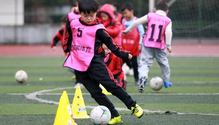 貴州玉屏:寒假足球樂