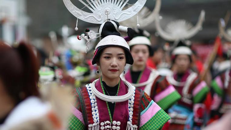 貴州丹寨:盛裝舞步迎新春