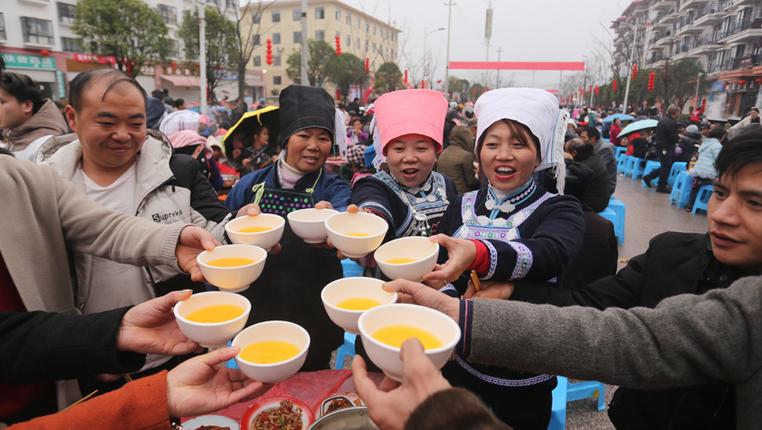 貴州惠水:易地扶貧搬遷群眾共吃團圓飯