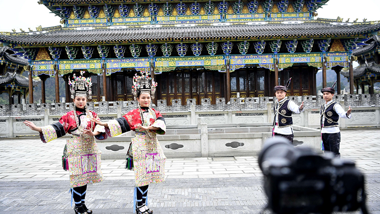 貴(gui)州榕江︰宣(xuan)傳(chuan)防疫措施