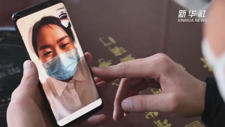 手機對面的你很疲(pi)憊(bei),也很美——一對貴州警(jing)醫夫(fu)妻的溫情時間