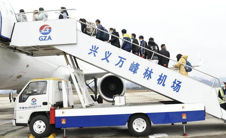 """貴州155名務工人員""""包機""""返崗復工"""