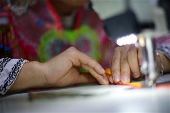 貴州黔西:青年繡花車間 助推村民致富