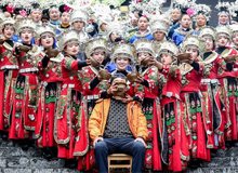 """貴州丹寨:萬人長桌宴共慶""""吃新節"""""""