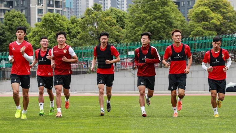 足球——中甲:貴州恒豐隊進行訓練