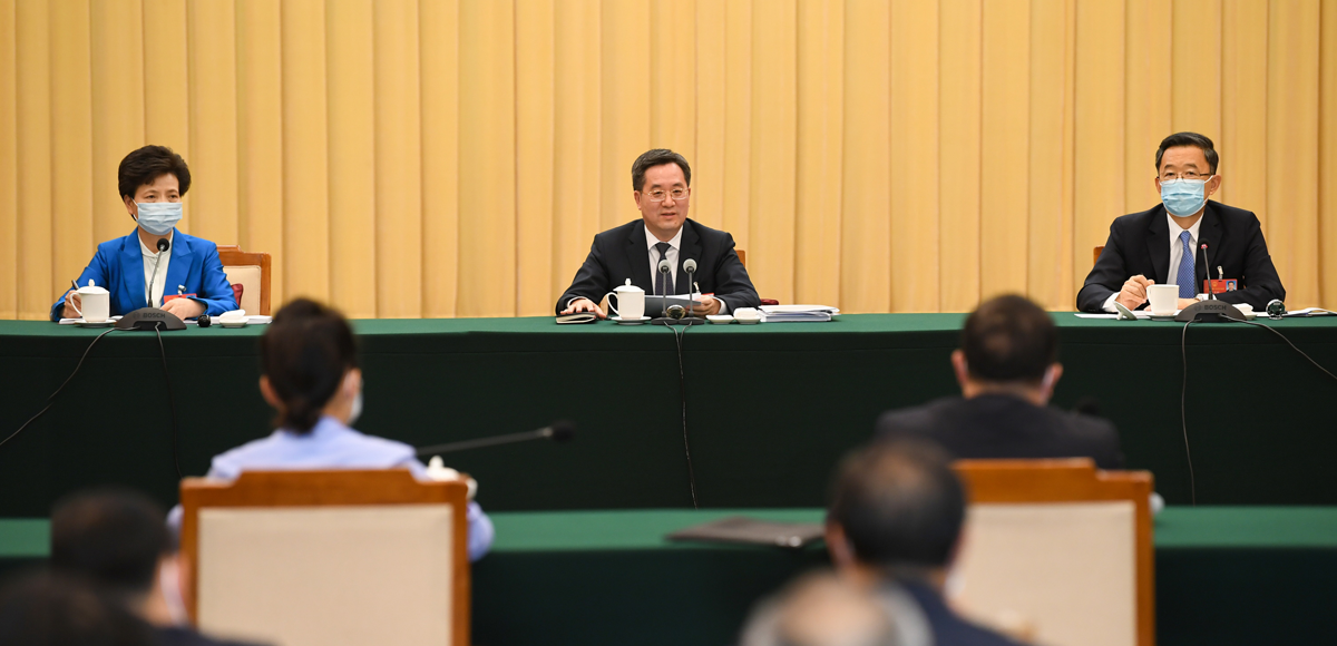 全國人大代表、中共中央政治局委員、中央書記處書記、中央辦公廳主任丁薛祥參加審議