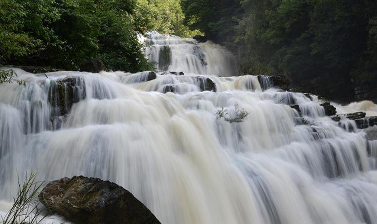貴州畢節:米底河瀑布美如畫