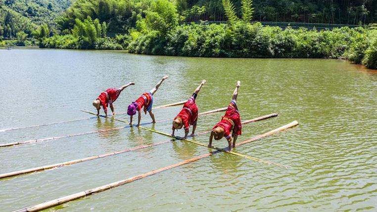 全民健身——竹海湖上獨竹漂