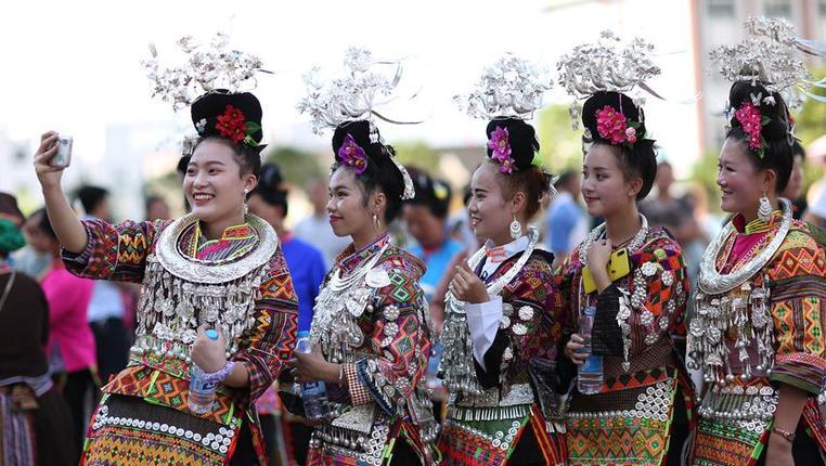 貴州丹寨:易地扶貧搬遷安置區的民俗秀