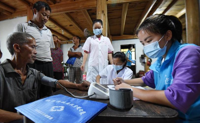 中國醫師節:弘揚抗疫精神,護佑人民健康