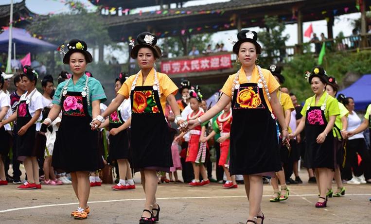 貴州丹寨:秀舞藝慶爬坡節