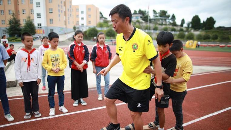 """全民健身——""""民族風""""的體育老師"""
