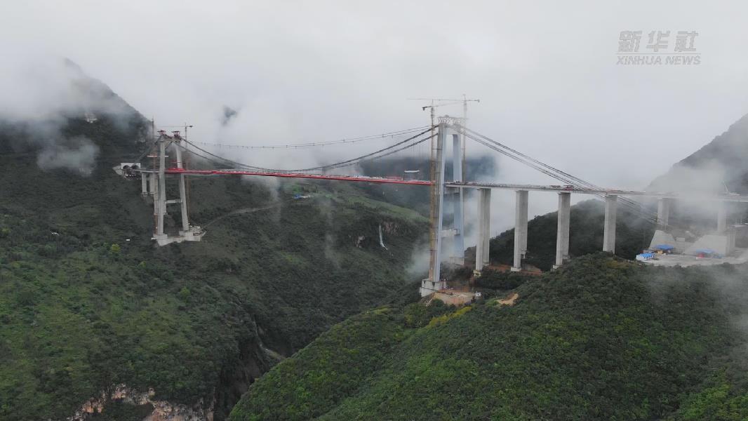 貴州峰林特大橋順利合龍