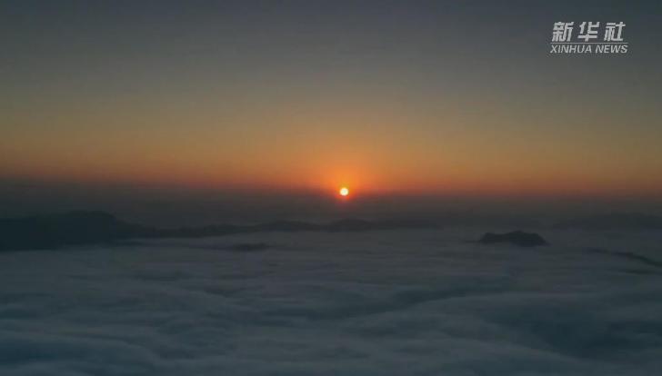 北盤江上霧海映日