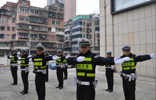 貴陽交警開展交通指揮大練兵活動,提升隊伍執勤執法形象